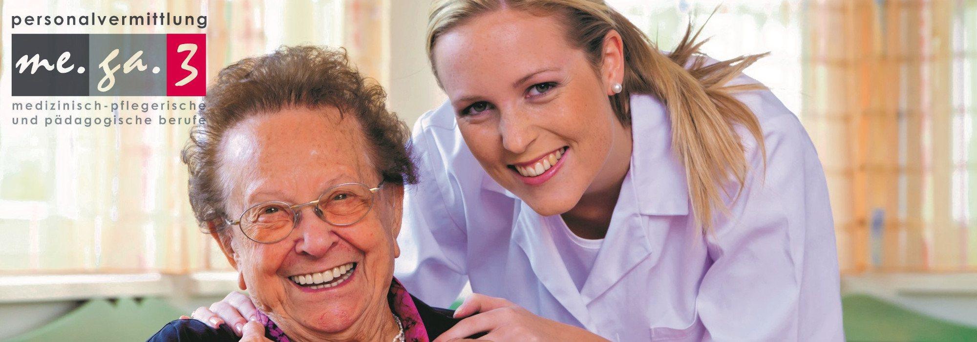 Alte Dame mit Pflegerin